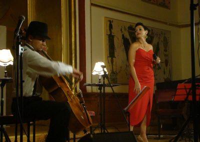 Analia Selis imparte si scena cu sotul sau