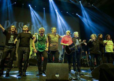 Ovidiu Lipan Tandarica face parte din formatia Pasarea Rock