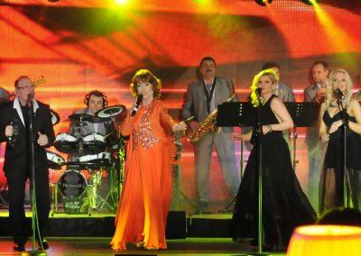 Petre Geamabasu Band are in componenta 12 instrumentisti si 4 cantarete
